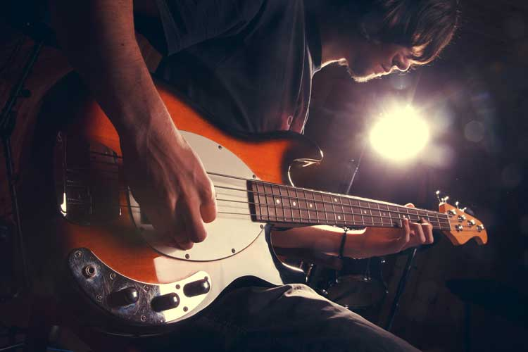 10 easy guitar riffs for beginners