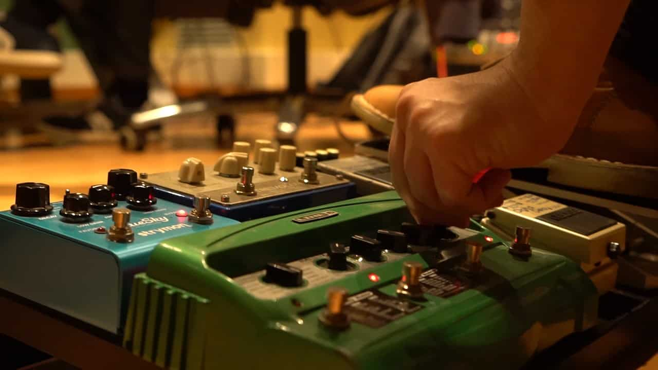 Delay before or after reverb